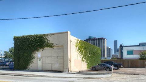 Ian Bar facade 2
